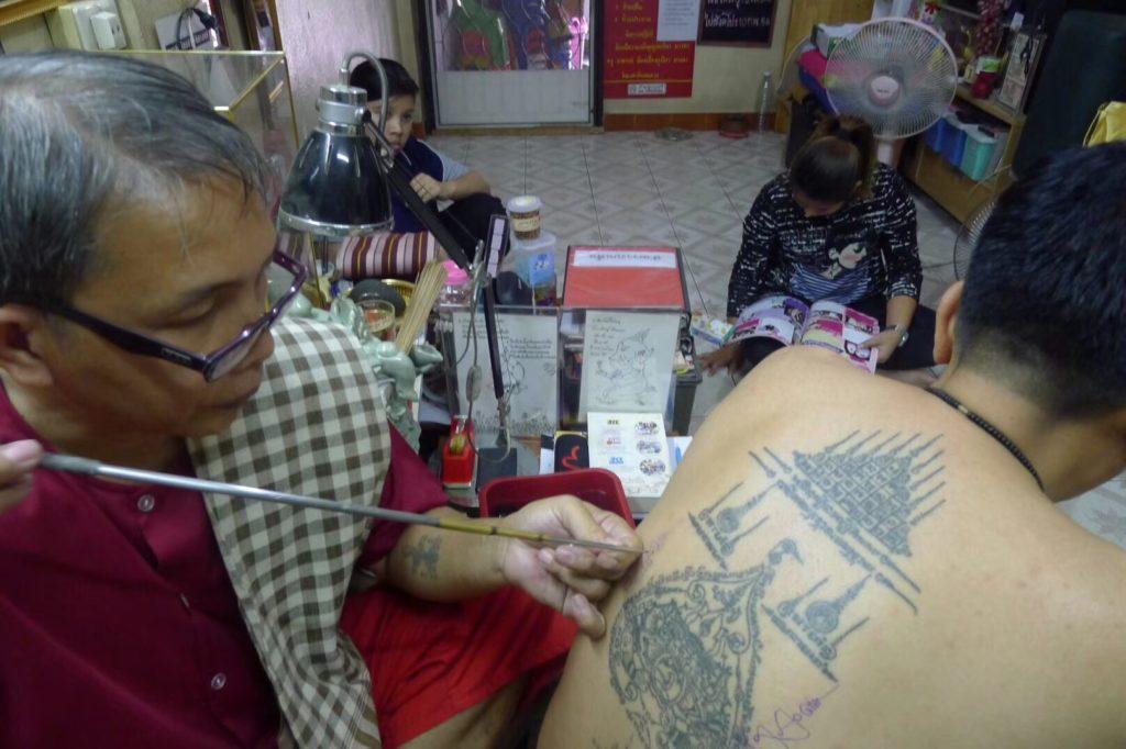 阿赞教 泰国刺符是否真的有效?