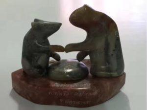 """龙婆神尼督造 黑色神玉雕刻 """"猫鼠一家"""" 天敌猫鼠共处一家"""