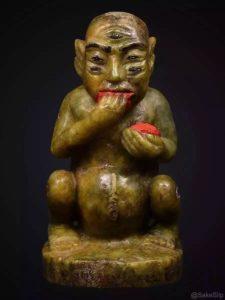 阿赞磐石和其恩师合力开光加持的缅甸翡翠原石五眼四耳