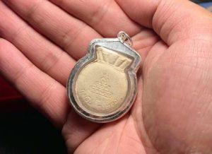 龙婆坤2537年钱袋子自身粉牌