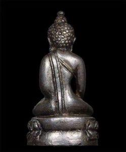 佛历2539年制的瓦沧海寺的帕劲药师佛
